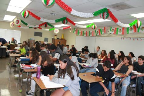 Period 6 Spanish students.  Photo by: Lily Lara