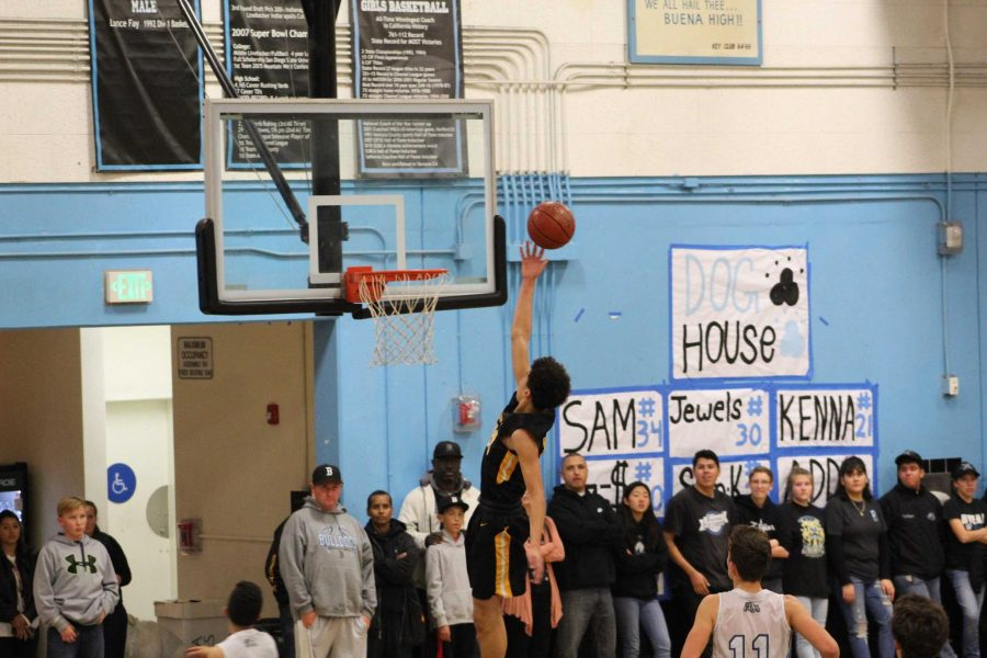 Sophomore+Caleb+Gilbert+%28number+thirty-three%29+got+a+break+from+defense+and+jumped+up+to+lay+the+ball+in+the+net.+Photo+By%3A+Ashlynn+Velarde+VHSBlackGold