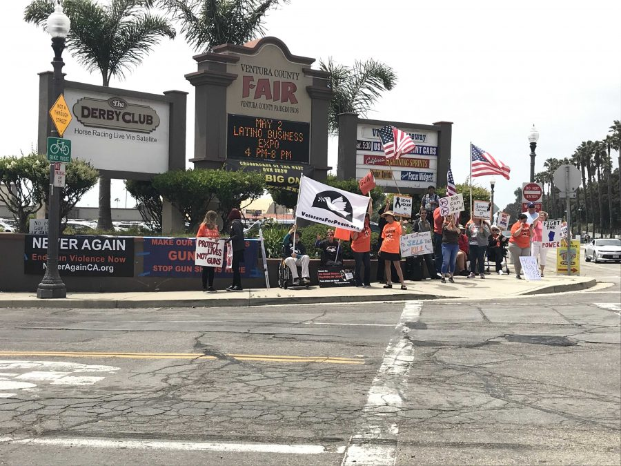 Protesters+stand+at+the+entrance+to+the+County+Fairgrounds.+The+website+for+NeverAgainCA+%E2%80%93+the+Ventura+chapter+of+which+organized+the+protest+%E2%80%93+can+be+reached+at+https%3A%2F%2Fneveragainca.blogspot.com.+Photo+by%3A+Micah+Wilcox