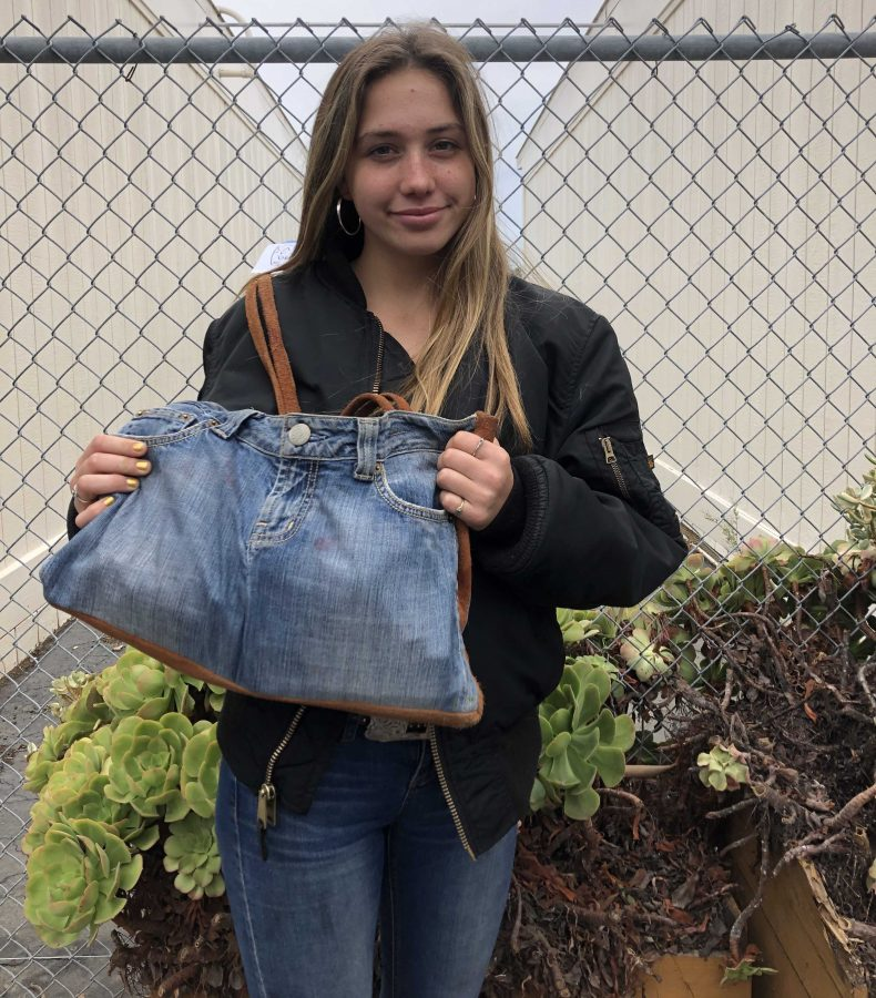 Junior+Makayla+Good+shared+the+story+on+her+bag%2C+%22My+grandmother+handmade+my+purse+out+of+an+old+pair+of+jeans%2C+it+is+very+special+to+me+and+I+love+showing+it+off.%22+Photo+by%3A+Alina+Calamia