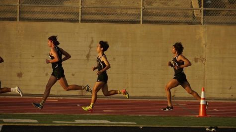 (Pictured left to right) senior Danny Ochoa, senior Paul Kim and junior Xavier Terminello run through their distance race. Photo by: Shawn Silva